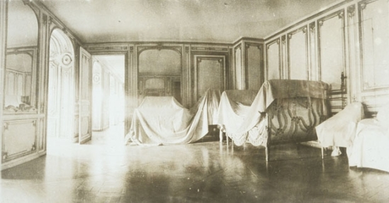 Deborah Turbeville- Unseen Versailles. Introduction by Louis Auchincloss. Doubleday & Co., Garden City, NY, 1981 (2)