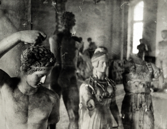 Deborah Turbeville- Unseen Versailles. Introduction by Louis Auchincloss. Doubleday & Co., Garden City, NY, 1981 (3)