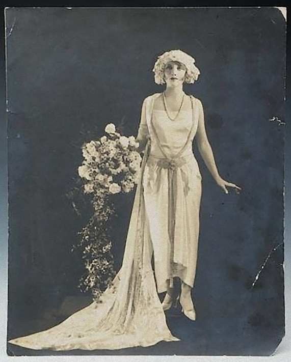 Dorothy Wilding - Dorothy Dickson, nd © William Hustler and Georgina Hustler