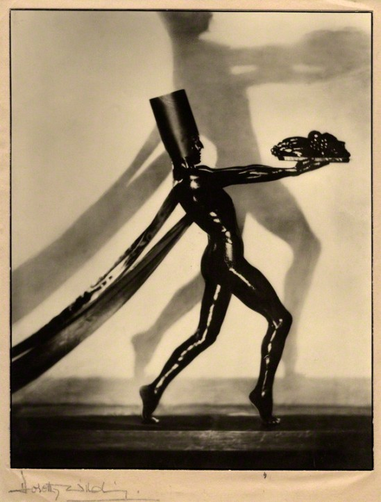 Dorothy Wilding - Jacques Cartier,chlorobromide print on tissue and card mount, 1932 © William Hustler and Georgina Hustler