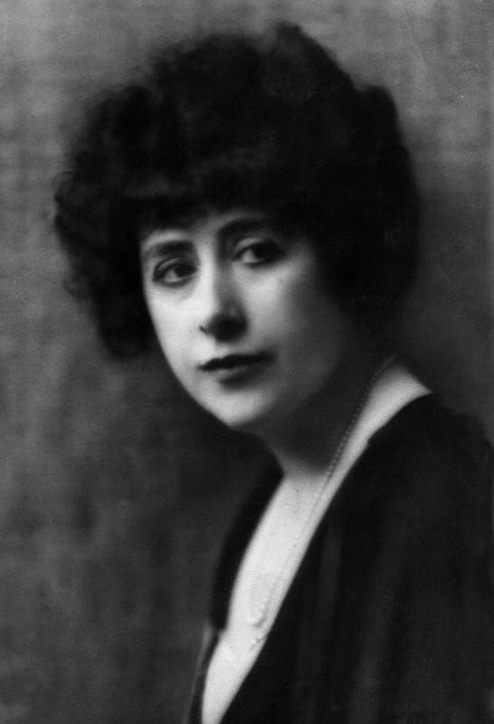 Dorothy Wilding- Self portrait, 1920s© William Hustler and Georgina Hustler