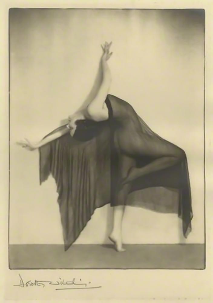 Dorothy Wilding -The Bat, 1927 [chlorobromide print] © William Hustler and Georgina Hustler