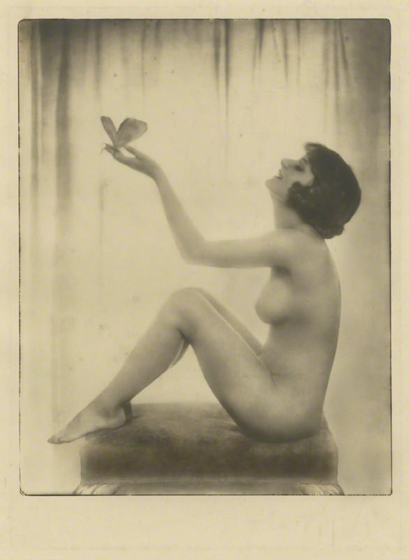 Dorothy Wilding - Le Matin (Unidentified woman) 1920 © William Hustler and Georgina Hustler