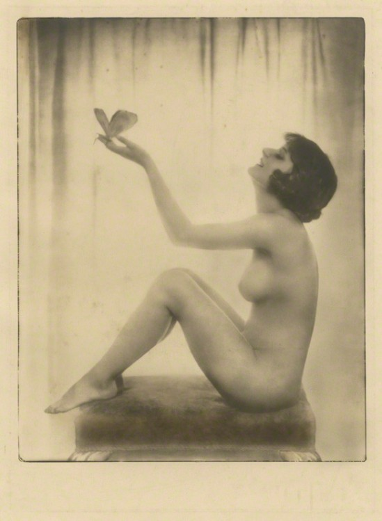 Dorothy Wilding - Le Matin (Unidentified woman) 1920 © William Hustler and Georgina Hustler