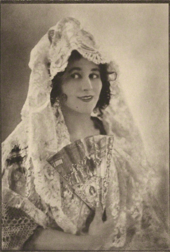 E. O. Hoppé - Carmen Tórtola Valencia, photogravure,1910