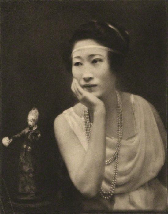 E. O. Hoppé - Madame Wellington Koo (née Hui-lan Oei), 1921, photogravure,