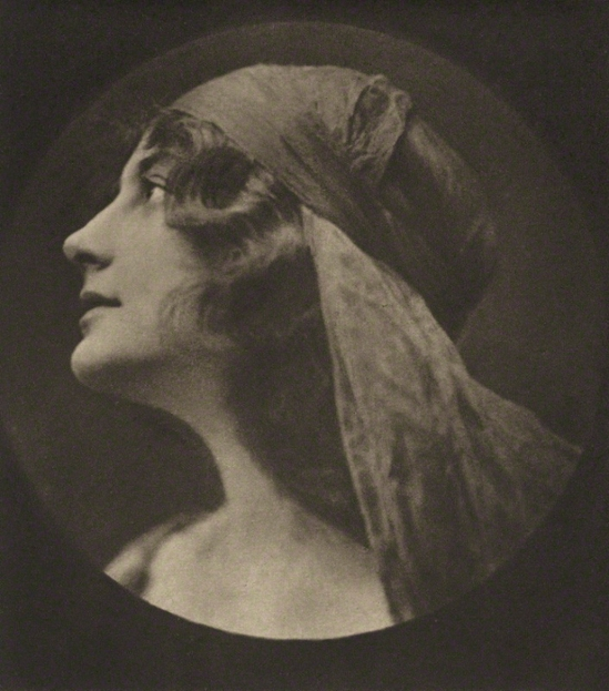 E. O. Hoppé - Malvina Longfellow, 1921, photogravure