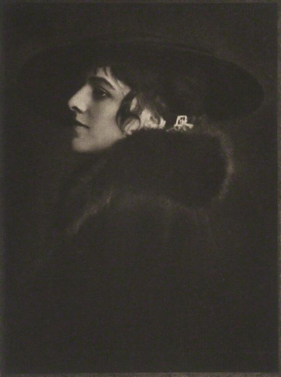 E. O. Hoppé - Mdlle Raymonde Thuillier, 1915 photogravure