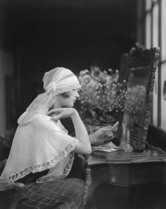 E. O. Hoppé - Ms. Margot Burke, England 1922