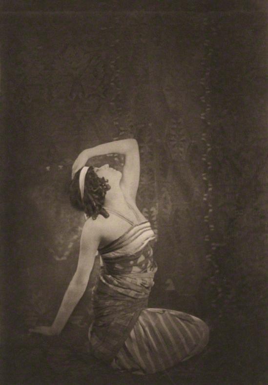 E. O. Hoppé - Sophie Fedorova as Ta-Hor in Cleopatra, 1911, photogravure