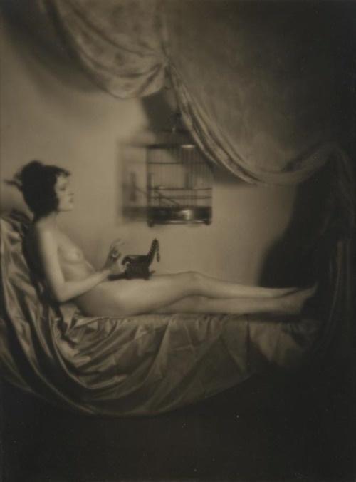 Emil Otto Hoppé – Nude with birdcage, 1922 (2)