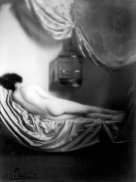 Emil Otto Hoppé – Nude with birdcage, 1922