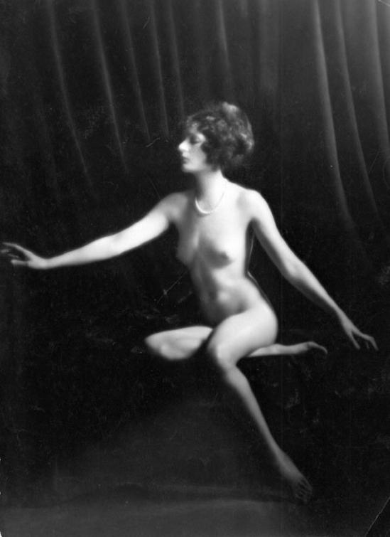 Emil Otto Hoppé- Seated Female Nude. ( Doris Leigh)1920s