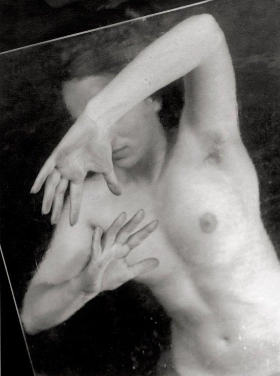 Jaromir Funke- Femme nue avec une feuille de verre. 1940
