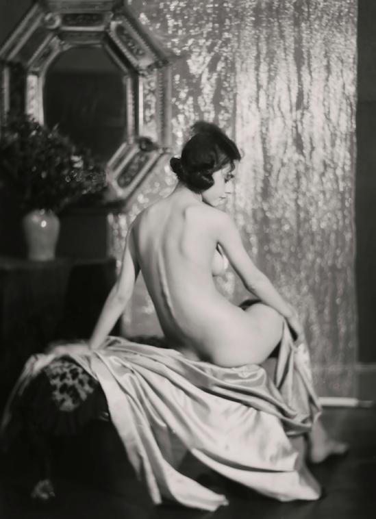 Émil Otto Hoppé-Nellie Tamcer, 1926