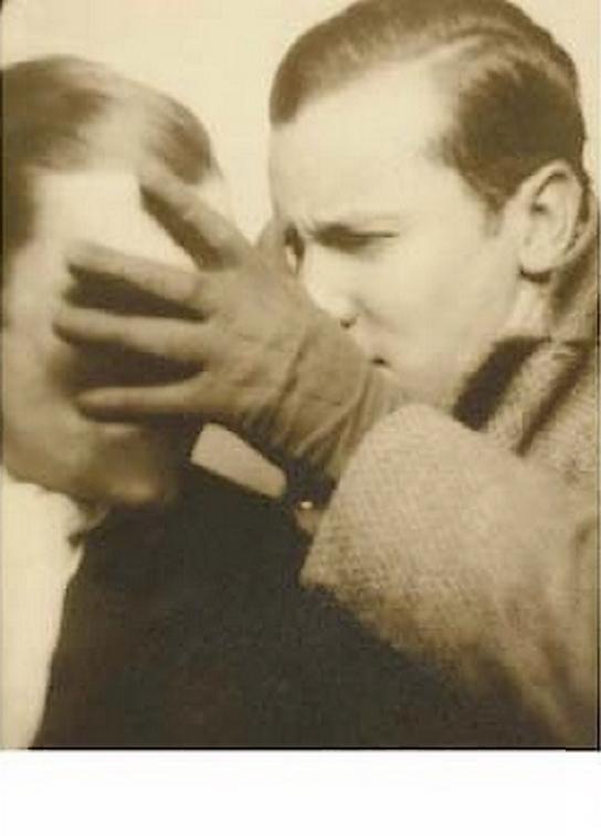 """René Char,Le Tombeau des secrets"""" Nimes, 1930, ) 1 des portraits photographiques de René Char en tirage original d'époque (vers 1920) présent dans le receuil"""