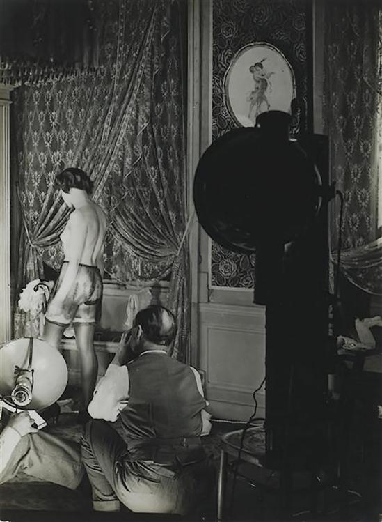 Brassaï - scene de séance photo pour unepublicitaire pour de la lingerie Diana Slip (Lingerie advertisement for Diana Slip), 1933