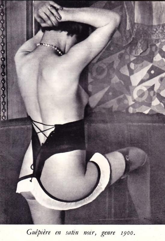 Publicité for Diana Slip Lingerie- crédit photographique Brassaï, 1932