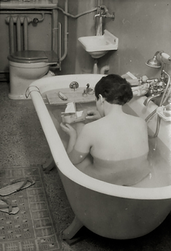 Ringl+Pit -Ringl (grete stern) in tub, 1931