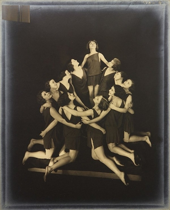 Edward Steichen-The Russian Pupils of Isadora Duncan - Circular Arrangement ,1929