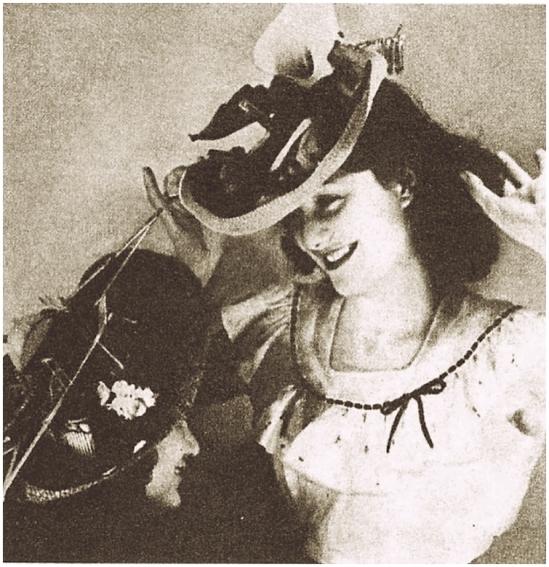 Grete Stern -Sueños  de adornos en Idilio Nº128, 01-05, 1951