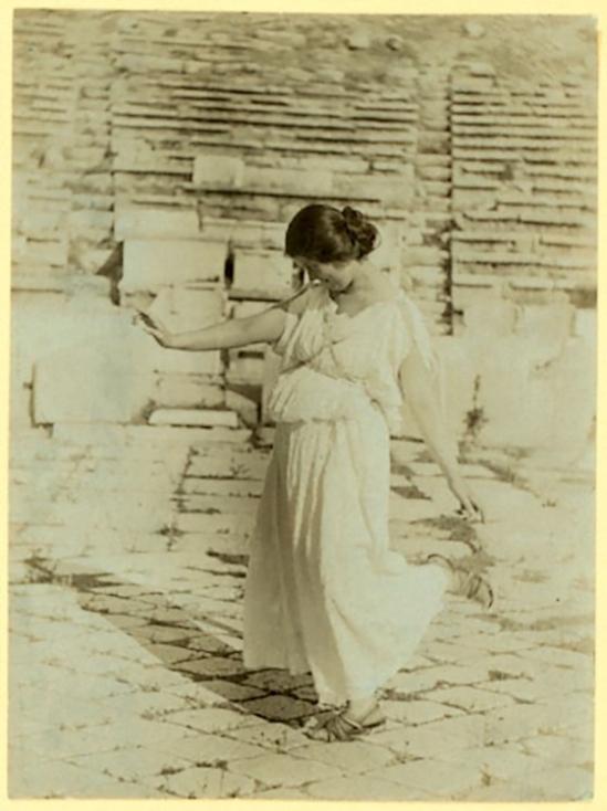Raymond Duncan (1874-1966),Isadora dansant au Parthénon, 1904