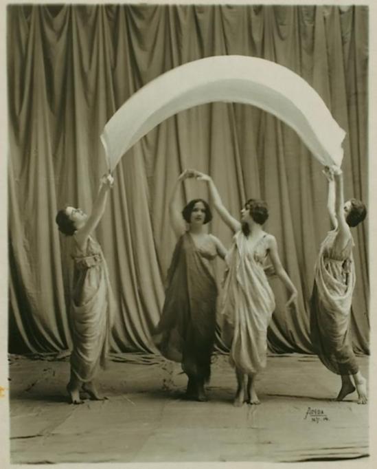 Studio Apeda- Isadora Duncan dancers, 1917