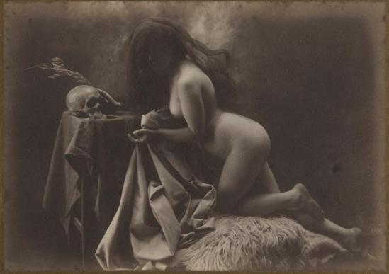Joan Vilatoba - naked veiled and skull (vanity) , 1904-05 © herederos ( descendants) de Joan Vilatoba.