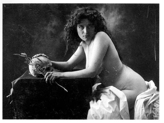 Joan Vilatobà- nude with skrull 1903-1904© herederos ( descendants) de Joan Vilatoba.