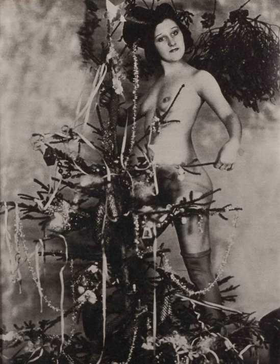 Anonyme -Violette Nozière lors d'une soirée intime pour la fête de Noël, collection Romi