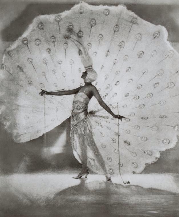 James abbé -Kathleen Rose (connu sur scène comme Dolores (Ziegfeld fille) dans son célèbre costume design de paon par Pascaud de Paris, le costume qu'elle portait dans Minuit Frolic de 1919.