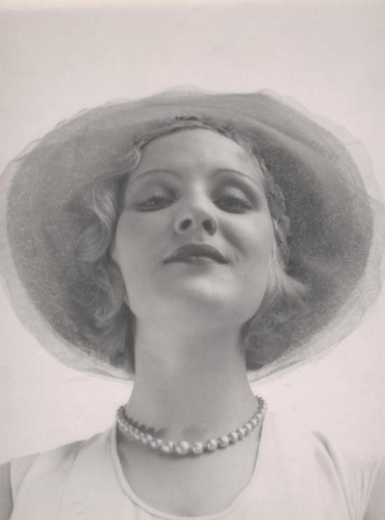 Josef Breitenbach-Edith d'Amara, 1932,  Munich,, Gelatin silver print© The Josef Breitenbach Trust.