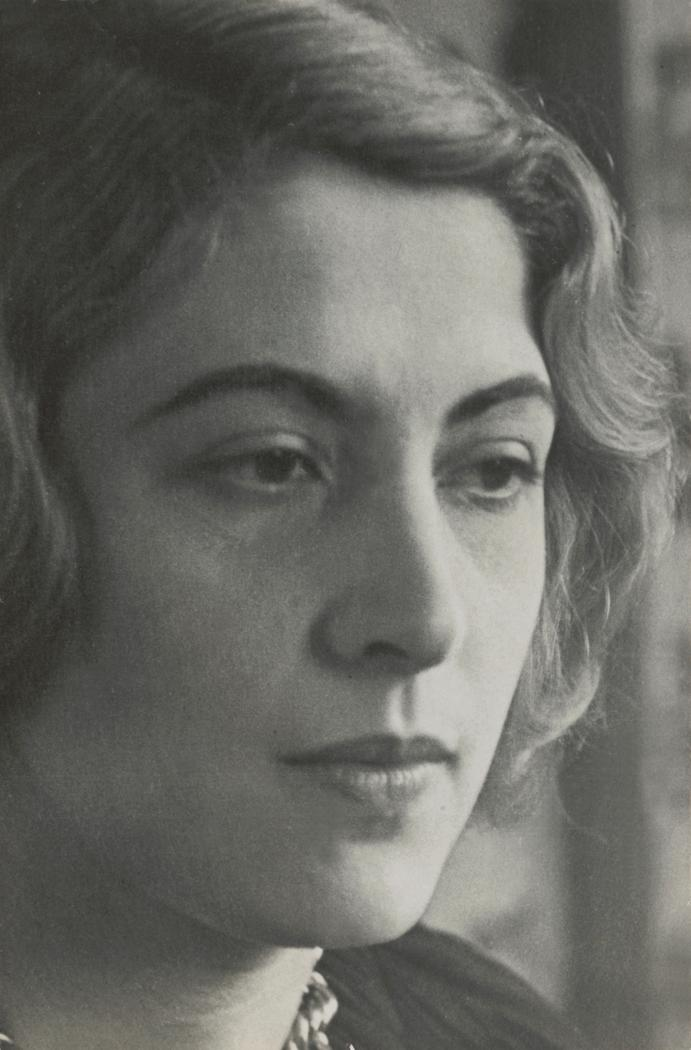Josef Breitenbach-Portrait ofSchoura Alperin, 1934 Paris, Gelatin silver print © The Josef Breitenbach Trust.