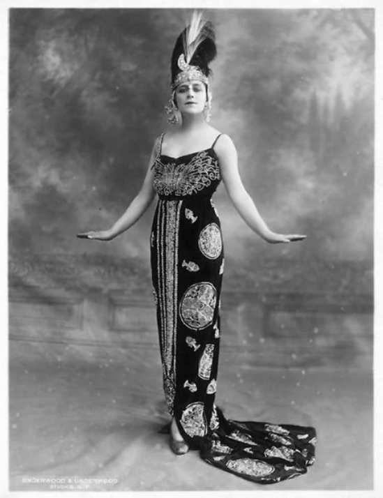 Underwood & Underwood- Portrait of Valeska Suratt, 1920s. Gelatin silver print (Coll Roger Corbeau)