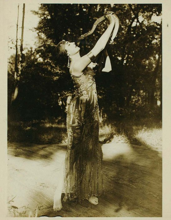 Underwood & Underwood- The dancer Flore Revalles with a snake, 1916