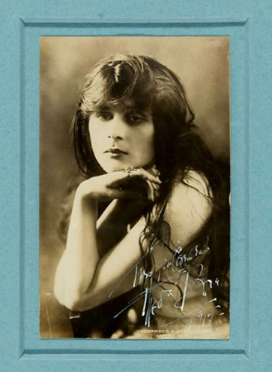 Underwood & Underwood- Theda Bara, 1915