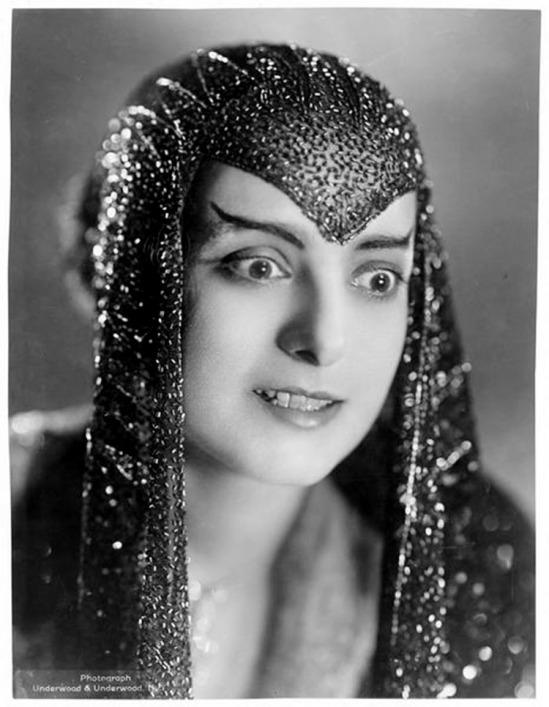 Underwood & Underwood- Dorothy Bernard (1890-1955) in 1920s Egypt. Gelatin silver print (Coll Roger Corbeau)