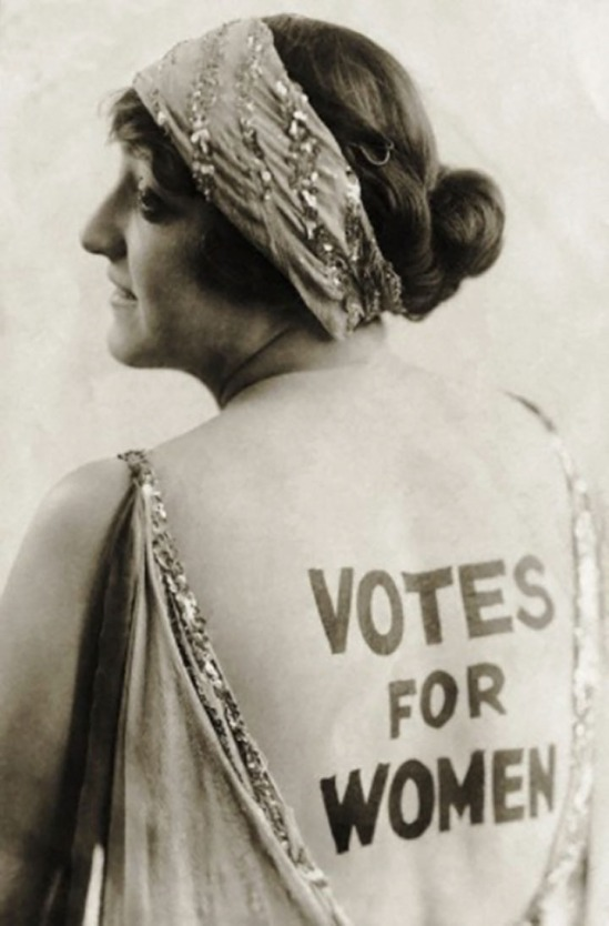 Underwood & Underwood-Dorothy Newell Wearing a Suffrage Slogan, 1900-1910s© Underwood & Underwood- Corbis