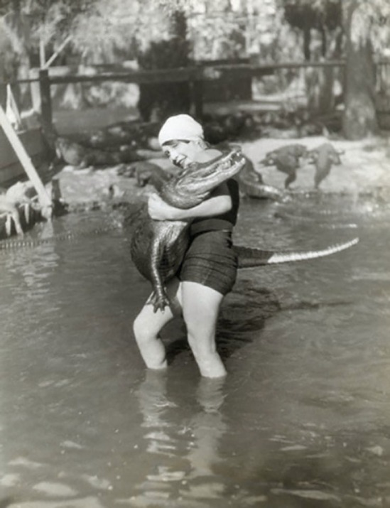 Underwood & Underwood- Miss Eleanor Link, 16 year, Wrestling an Alligator © Underwood & Underwood-Corbis