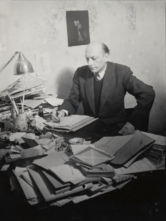 Henri Michaux assis à sa table de travail 1943-1945 photo Brassaï , épreuve gélatino-argentique , Estate Brassaï - RMN-Grand Palais