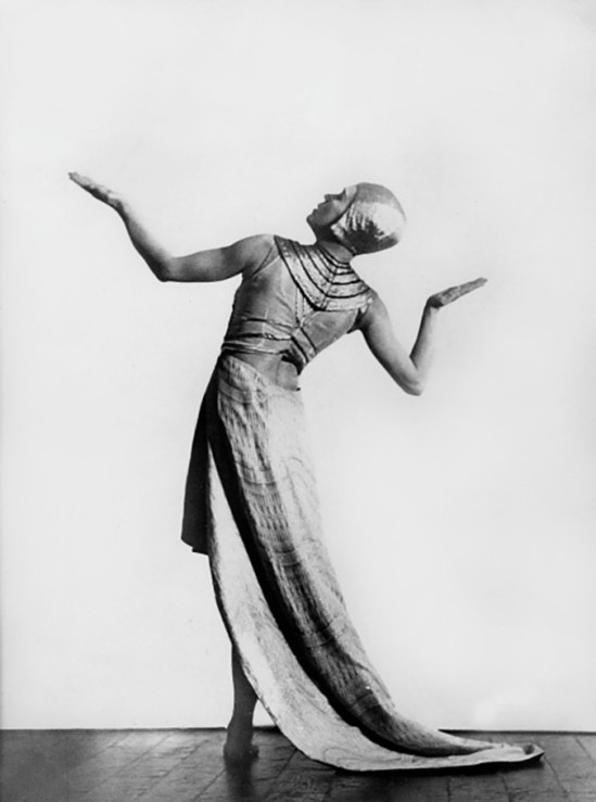 Mary Wigman, Portrait, in the dance 'Visions' - 1926 - photographer Charlotte Rudolph