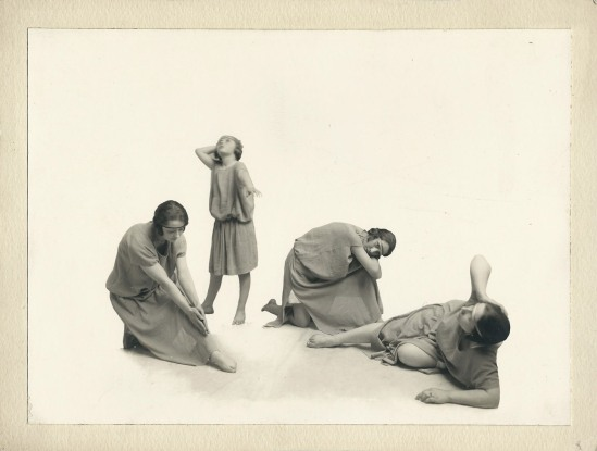 Anonyme- La danse des femmes, vers 1930- , Tirage cartoline ( Ebay)