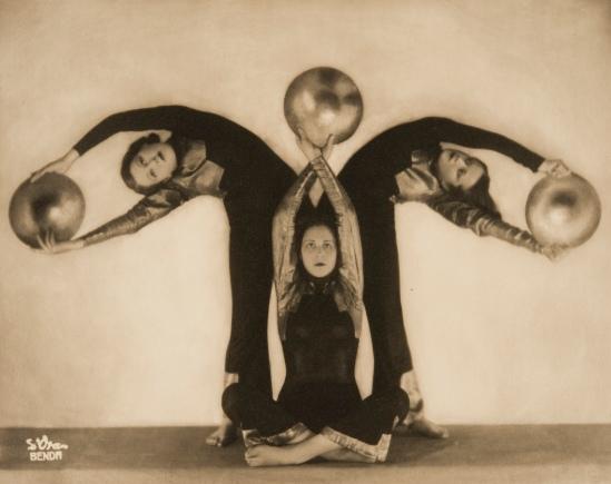 Arthur Benda, Der Tanz mit den goldenen Scheiben (The Dance with the Golden Disks), 1931 courtesy of the Museo d'Arte Moderna di Bologna