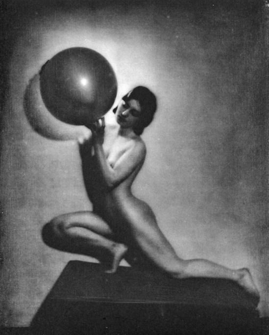 Bernard Leedham nude study Le Globe - Gravure printed by Braun & Cie - France in 1933