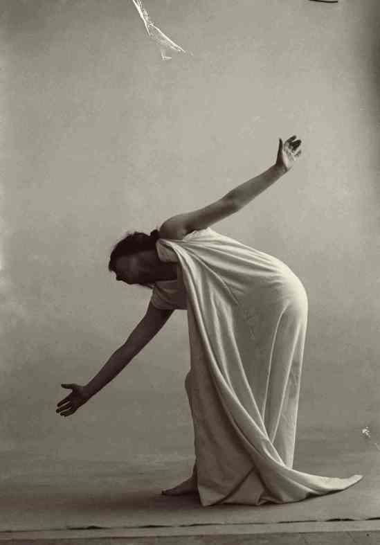 François Frédéric dit Fred Boissonnas - Magdeleine G. dansant Automne, hypnotisée Le chien était blotti... (Verlaine), 1902-1904 Négatif au gelatino-bromure d'argent sur verre
