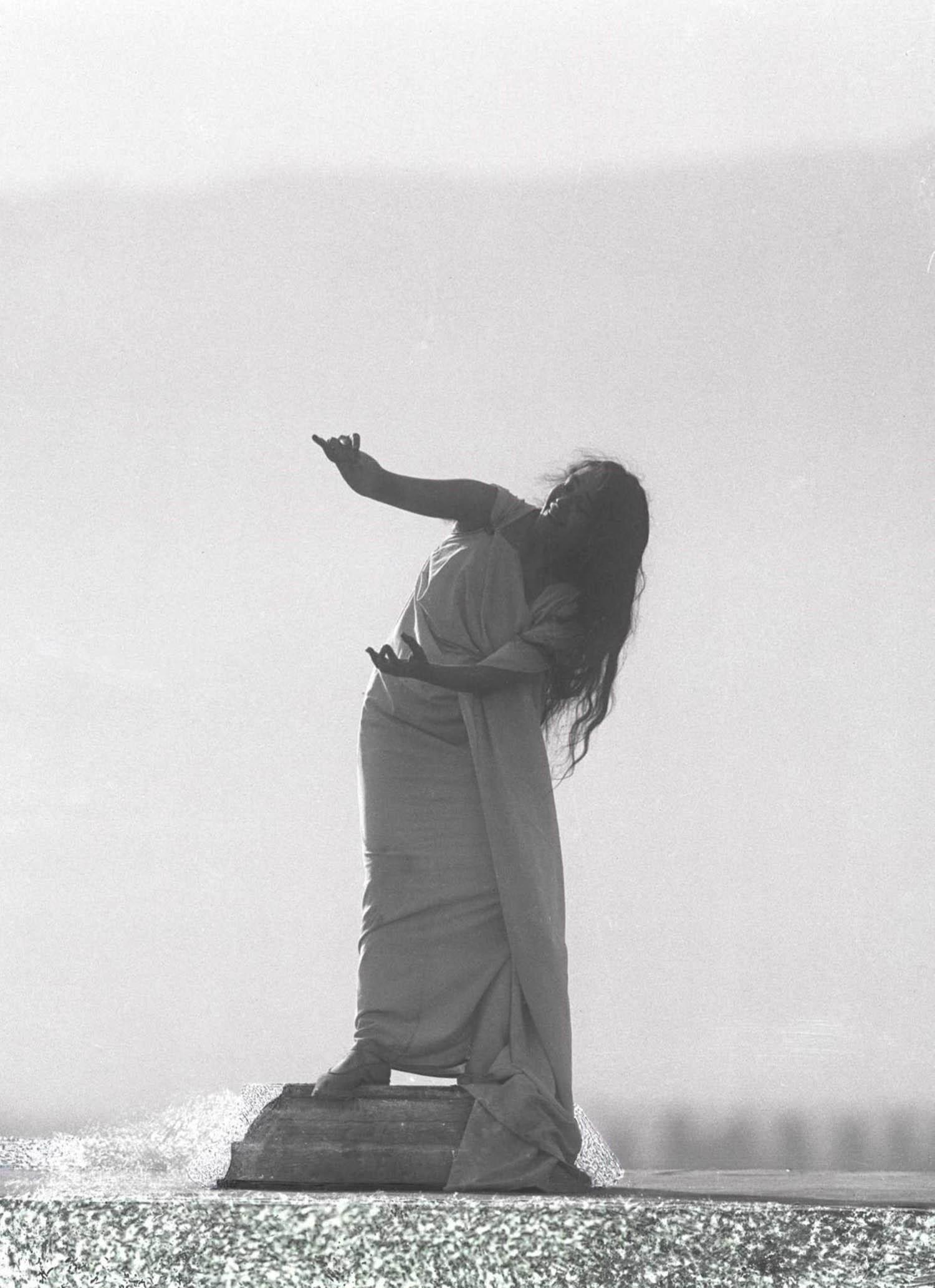 François Frédéric dit Fred Boissonnas - Magdeleine G. dansant Automne, hypnotisée par Emile Magnin, 1902-1904 Négatif au gelatino-bromure d'argent sur verre