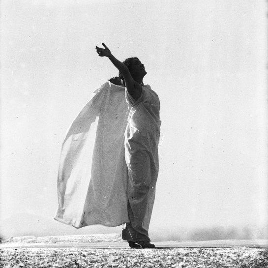 François Frédéric dit Fred Boissonnas - Magdeleine G. dansant Chevauchée de la Walkyrie, hypnotisée par Emile Magnin, 1902-1904 Négatif au gelatino-bromure d'argent sur verre