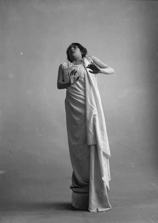 François Frédéric dit Fred Boissonnas - Magdeleine G. dansant hypnotisée , 1902-1904 Négatif au gelatino-bromure d'argent sur verre