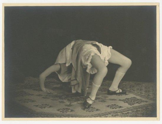 Grundworth - Figure de style II Paris, vers 1930 Gelatin silver medium postcard ( binoche &J)