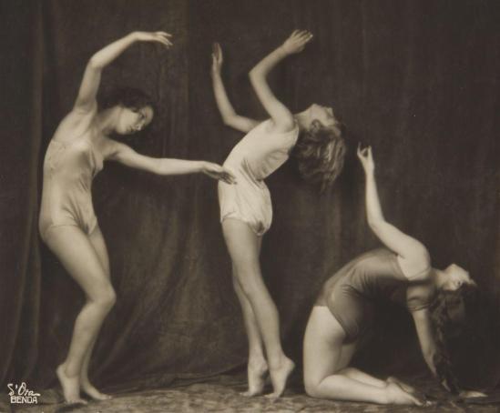 MADAME D'ORA DORA KALLMUS (1881–1963) ARTHUR BENDA (1885–1969) Bodenwieser-Schule, Vienna 1925 Vintage silver print